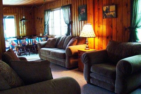 Cabin Four: Livingroom
