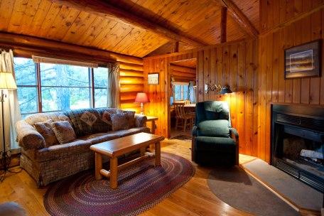 Cabin Five: Livingroom