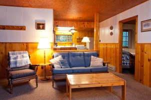 Cabin Seven: Livingroom